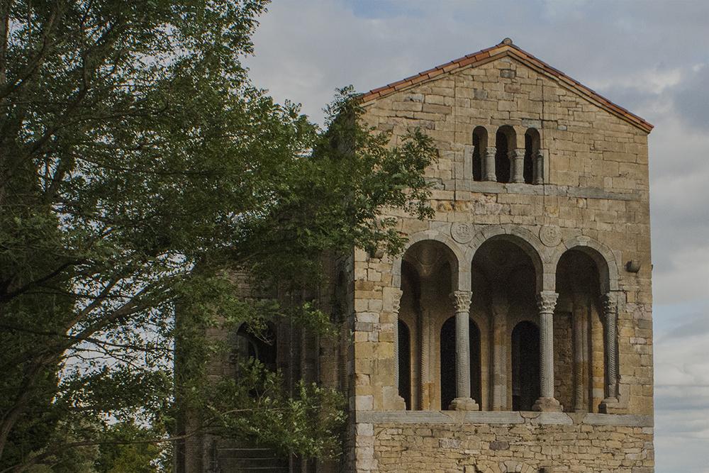 Visites guiaes n'asturianu a la Catedral y al prerrománicu