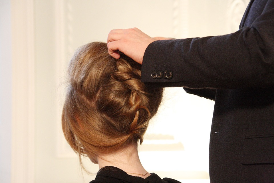 up-do-help-i-suck-at-hair-amazon-kindle-hair-styling-book-review-elle-blonde-luxury-lifestyle-blog