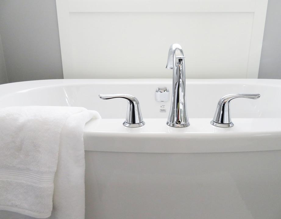 bathtub-treacle-moon-bubblebath-tesco-bath-shower-gel-elle-blonde-luxury-lifestyle-destination-blog