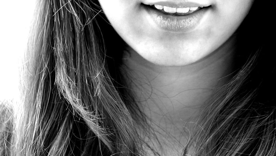 teeth-cocowhite-oil-pulling-coconut-oil-elle-blonde-luxury-lifestyle-destination-blog