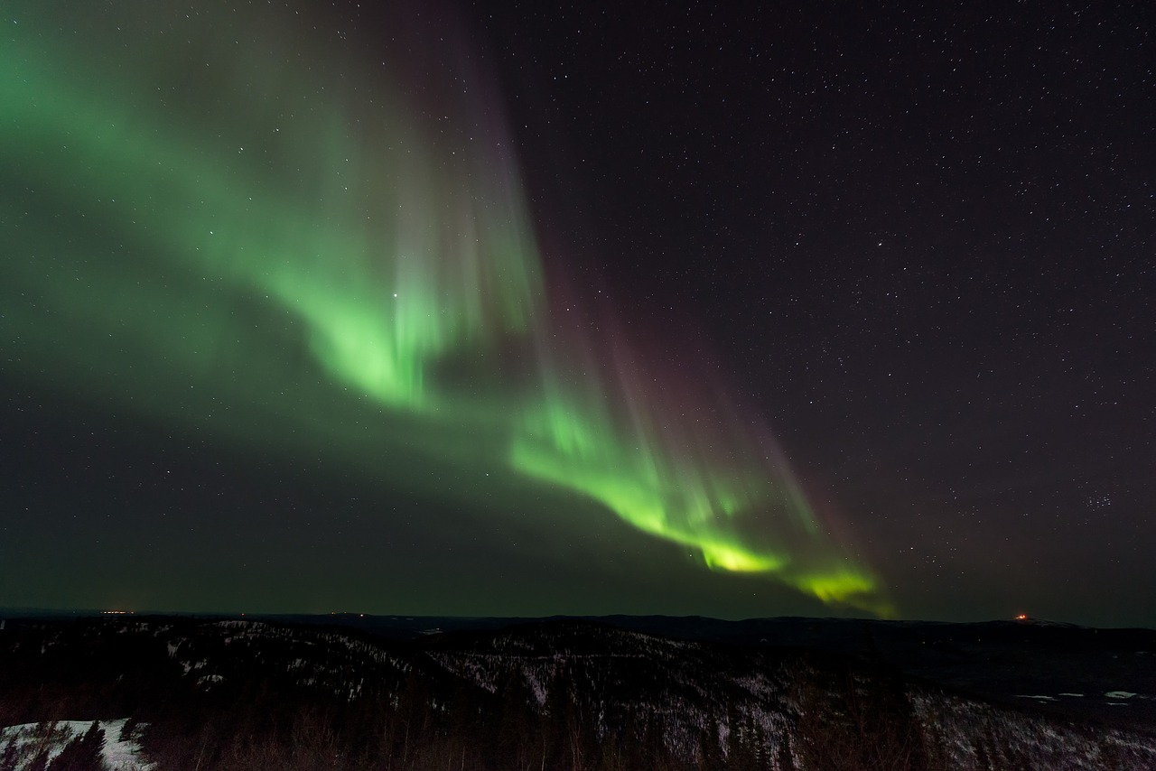 Northern Lights Finland | Winter Holiday Destination Travel Guide | Elle Blonde Luxury Lifestyle Destination Blog