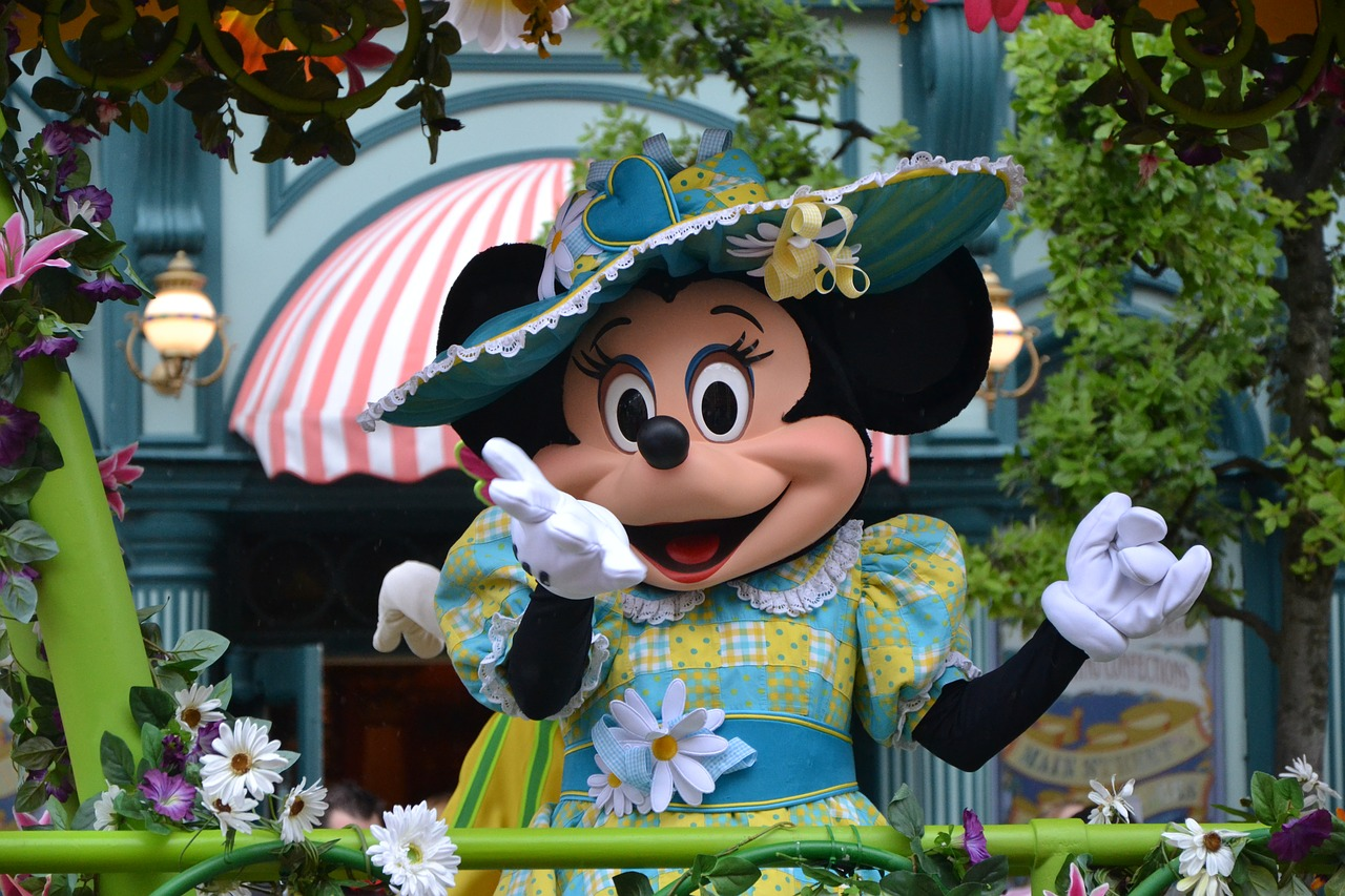 Disneyland Paris Minnie Mouse | Why Paris is ALWAYS a good idea - Guest Post from The Sparkle Spy - a female solo traveller experience of visiting the most romantic city in the world | Travel Tips | Elle Blonde Luxury Lifestyle Destination Blog
