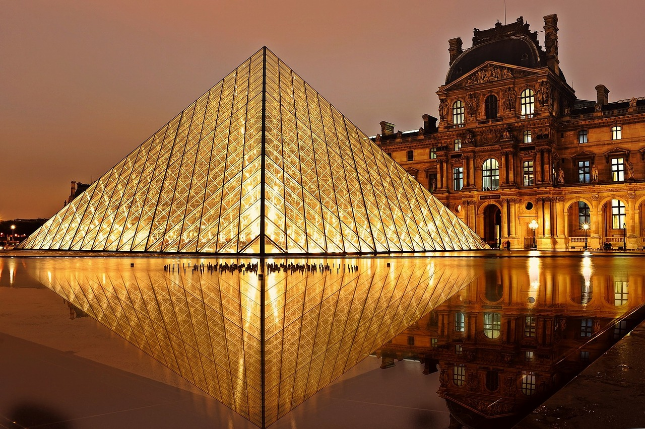 The Louvre | Why Paris is ALWAYS a good idea - Guest Post from The Sparkle Spy - a female solo traveller experience of visiting the most romantic city in the world | Travel Tips | Elle Blonde Luxury Lifestyle Destination Blog