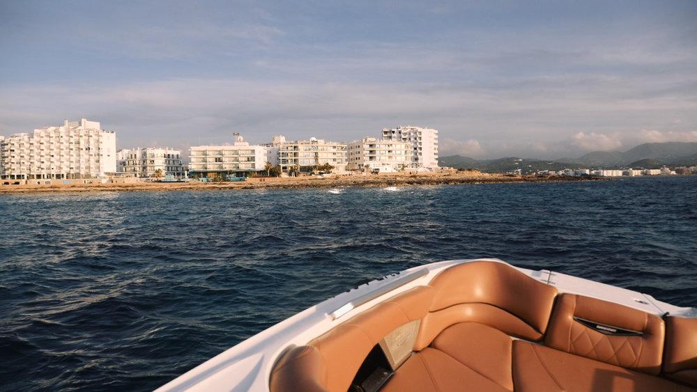 Grammarly ibiza-sunset-boat-elle-blonde