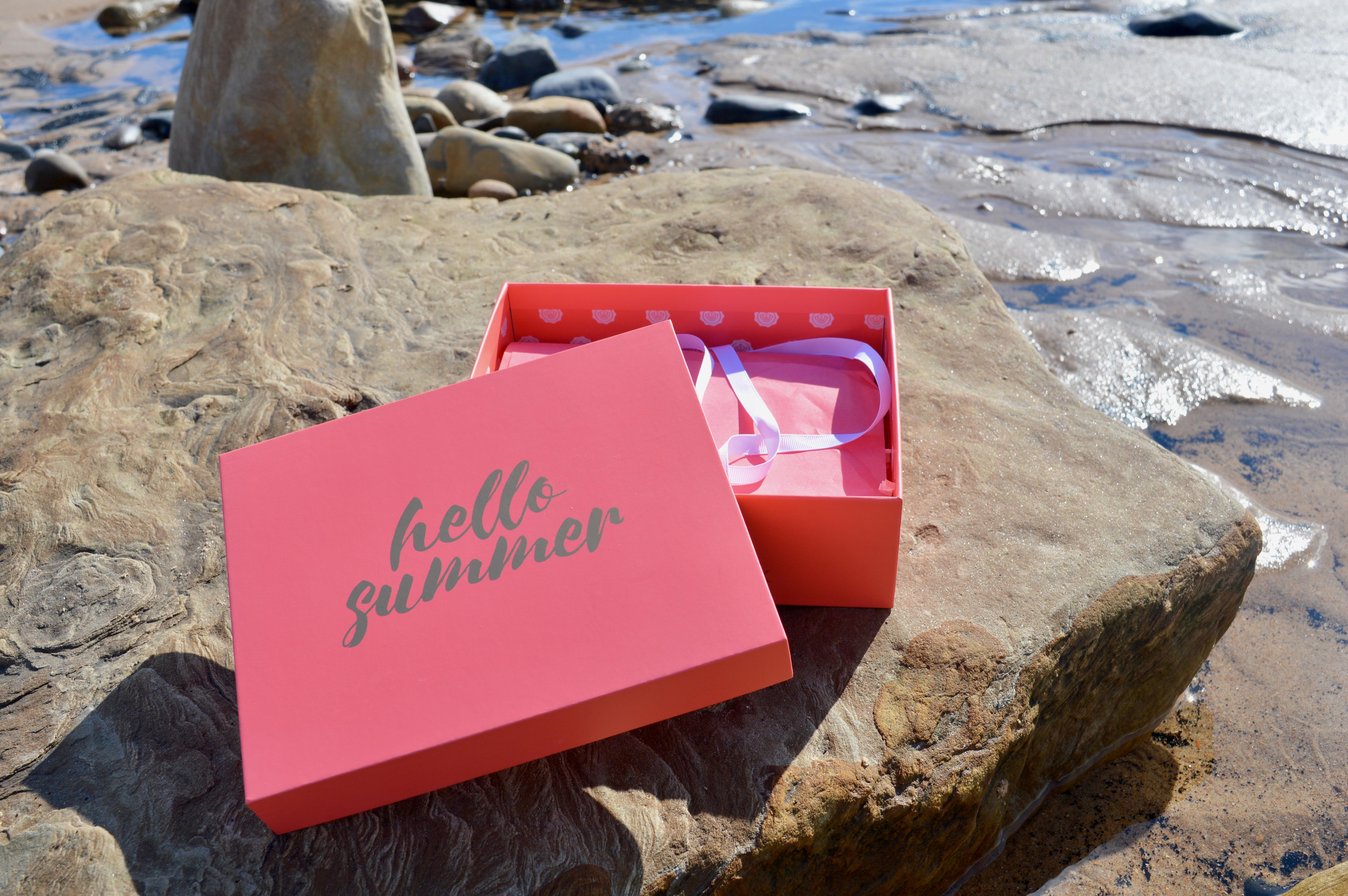 Hello Summer-July-Glossybox-Subscription-Box-Elle-Blonde-Luxury-Lifestyle-Destination