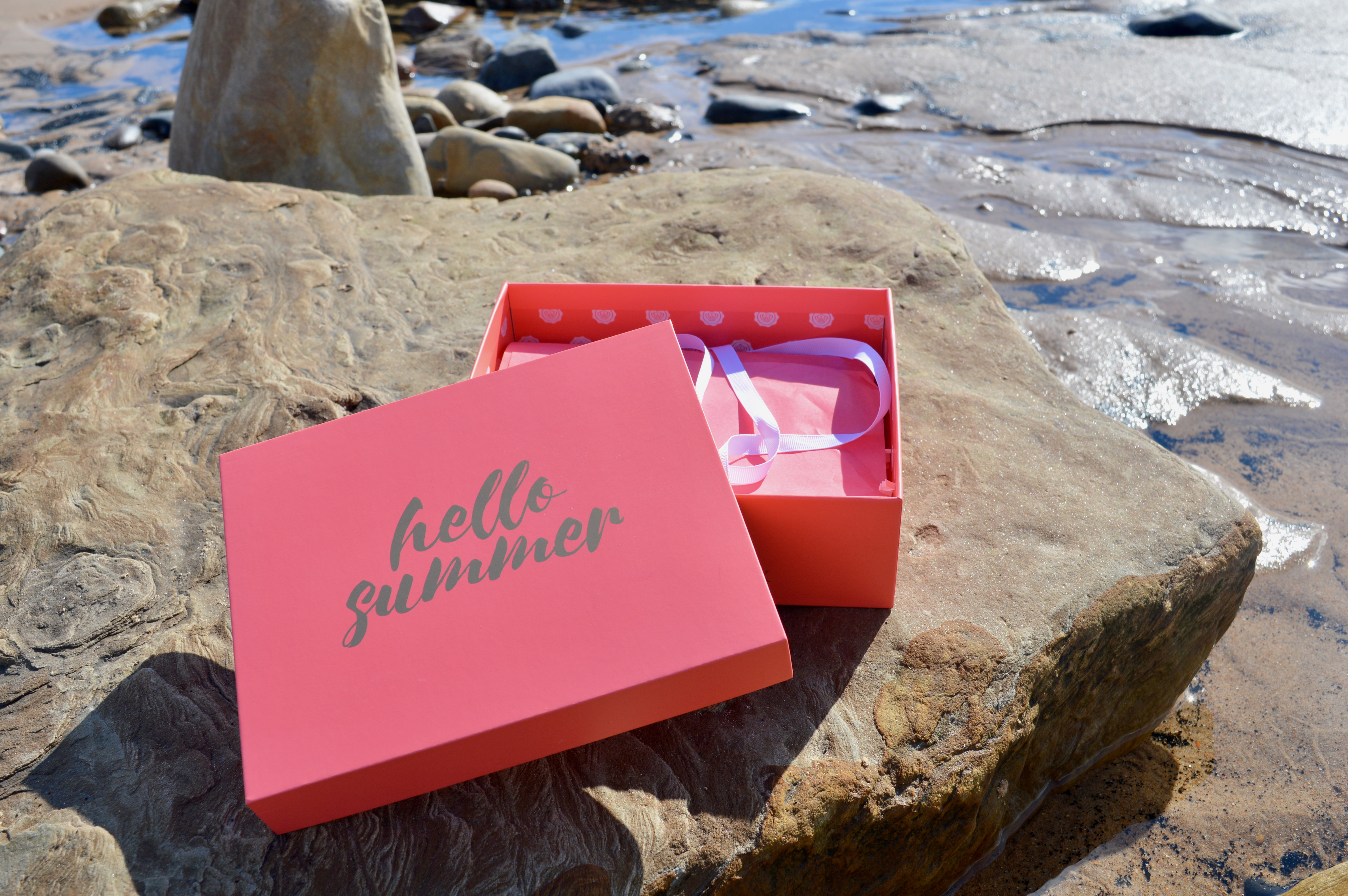 Hello-Summer-July-Glossybox-Subscription-Box-Elle-Blonde-Luxury-Lifestyle-Destination