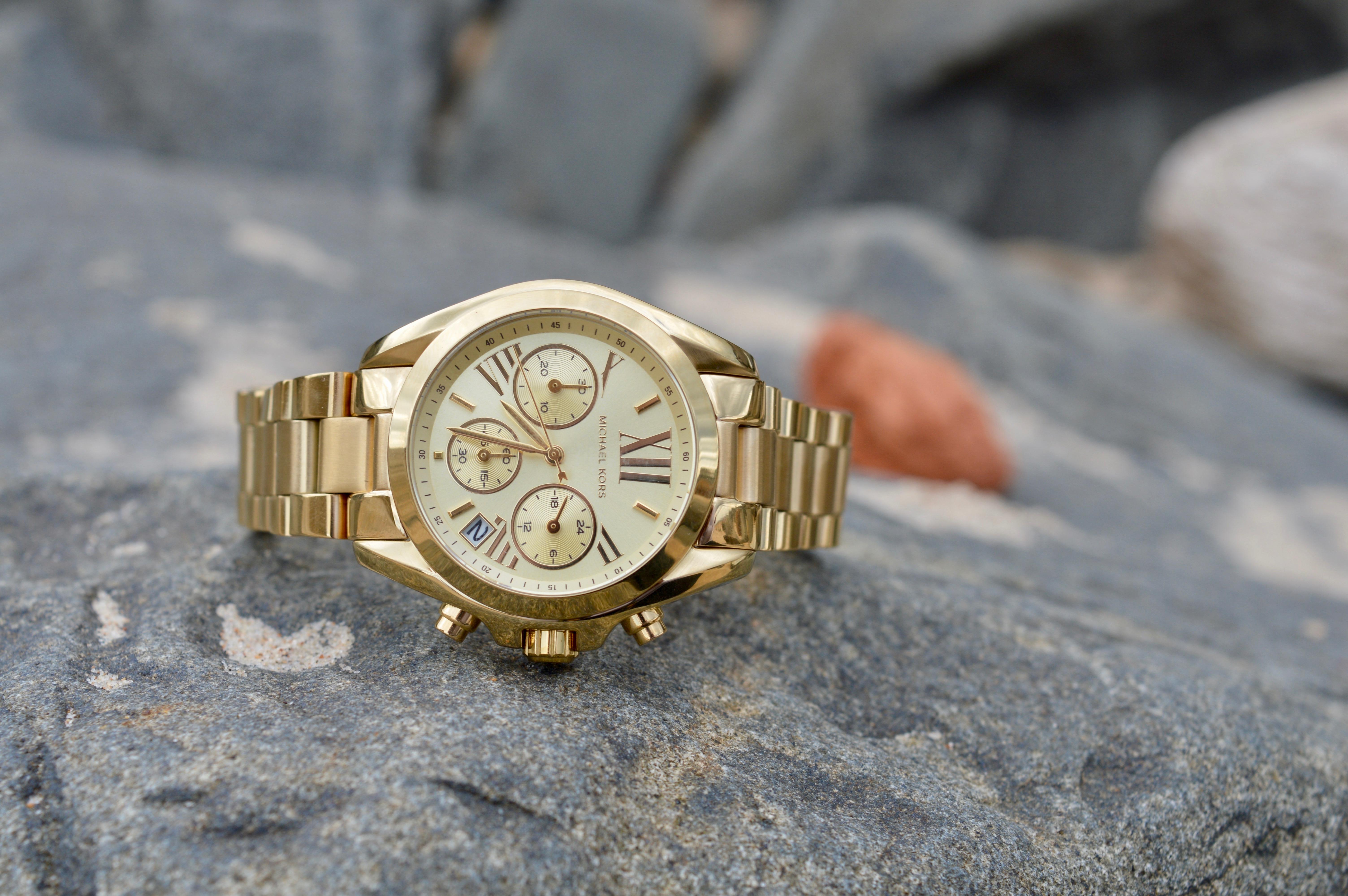 plus watches-michael-kors-gold-watch-elle-blonde-luxury-lifestyle-blog