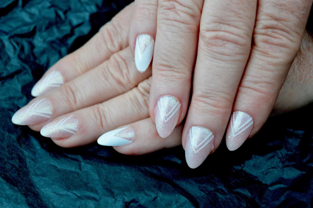 Beauty Tips   A minute manicure - how to get ready for work quickly   Elle Blonde Luxury Lifestyle Destination Blog