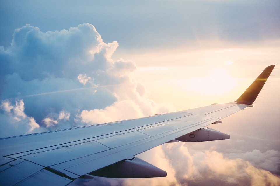 aeroplane-wing-xupo-dragons-den-bluetooth-device-elle-blonde-luxury-lifestyle-destination-blog