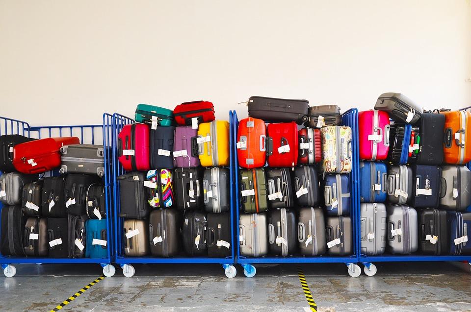 luggage-aeroplane-wing-xupo-dragons-den-bluetooth-device-elle-blonde-luxury-lifestyle-destination-blog