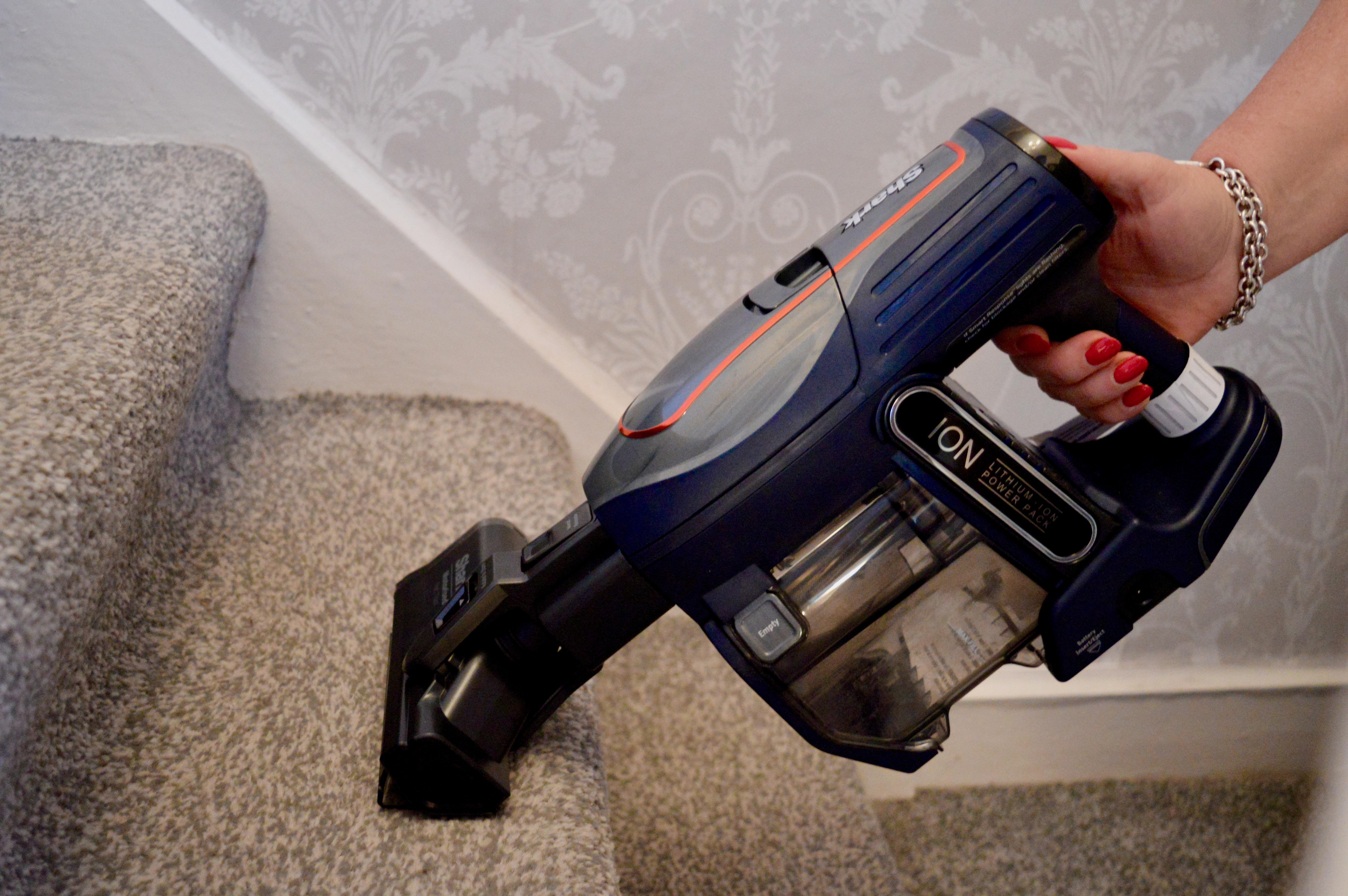 Vacuum Review: Shark DuoClean Cordless Vacuum Cleaner with TruePet Flexology Twin Battery IF250UKT | Elle Blonde Luxury Lifestyle Destination Blog