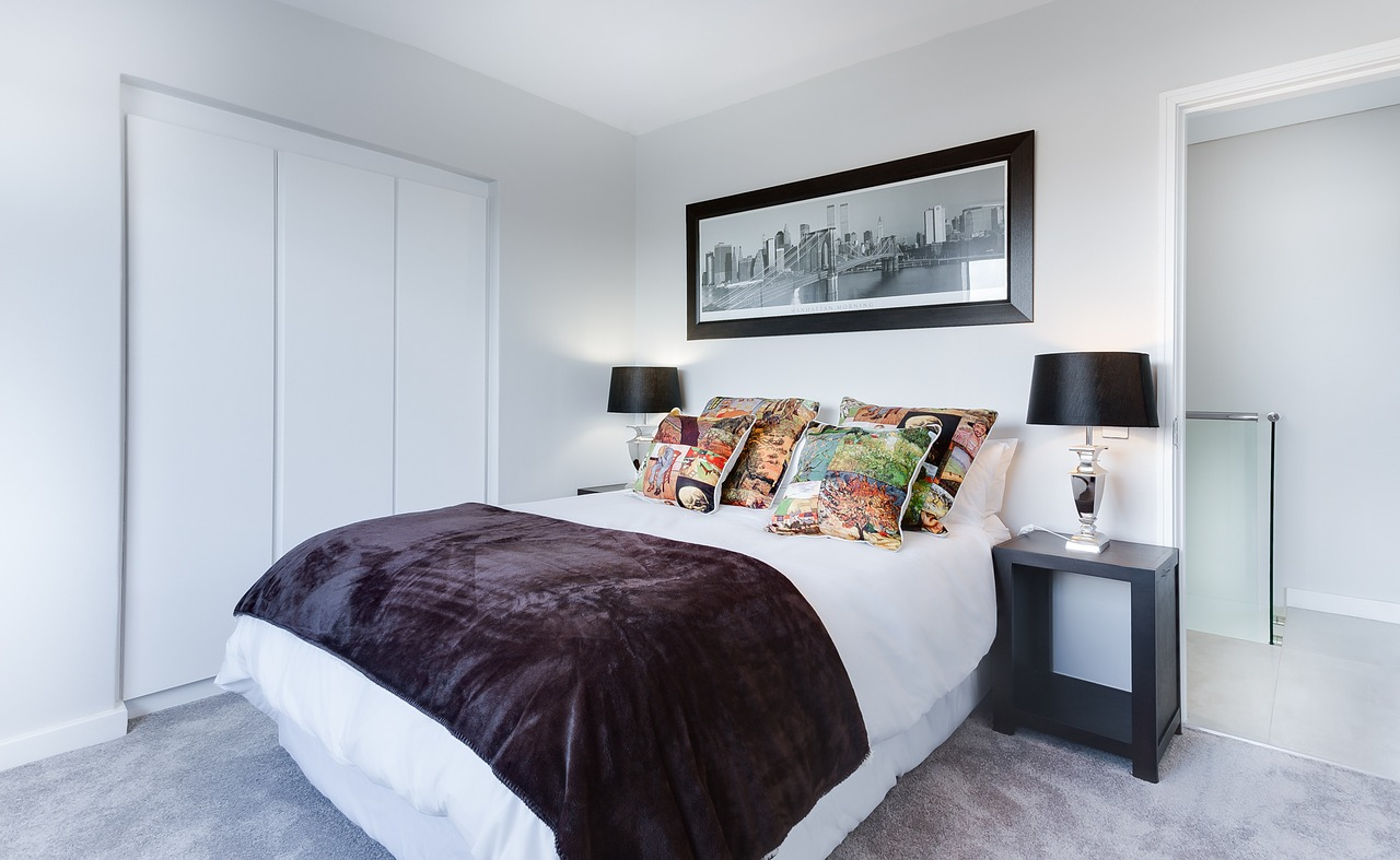 Looking to overhaul your bedroom on a budget? Our bedroom inspo DIY tips will help save you money and give your a modern minimalist looking room | Home Interior | Elle Blonde Luxury Lifestyle Destination Blog