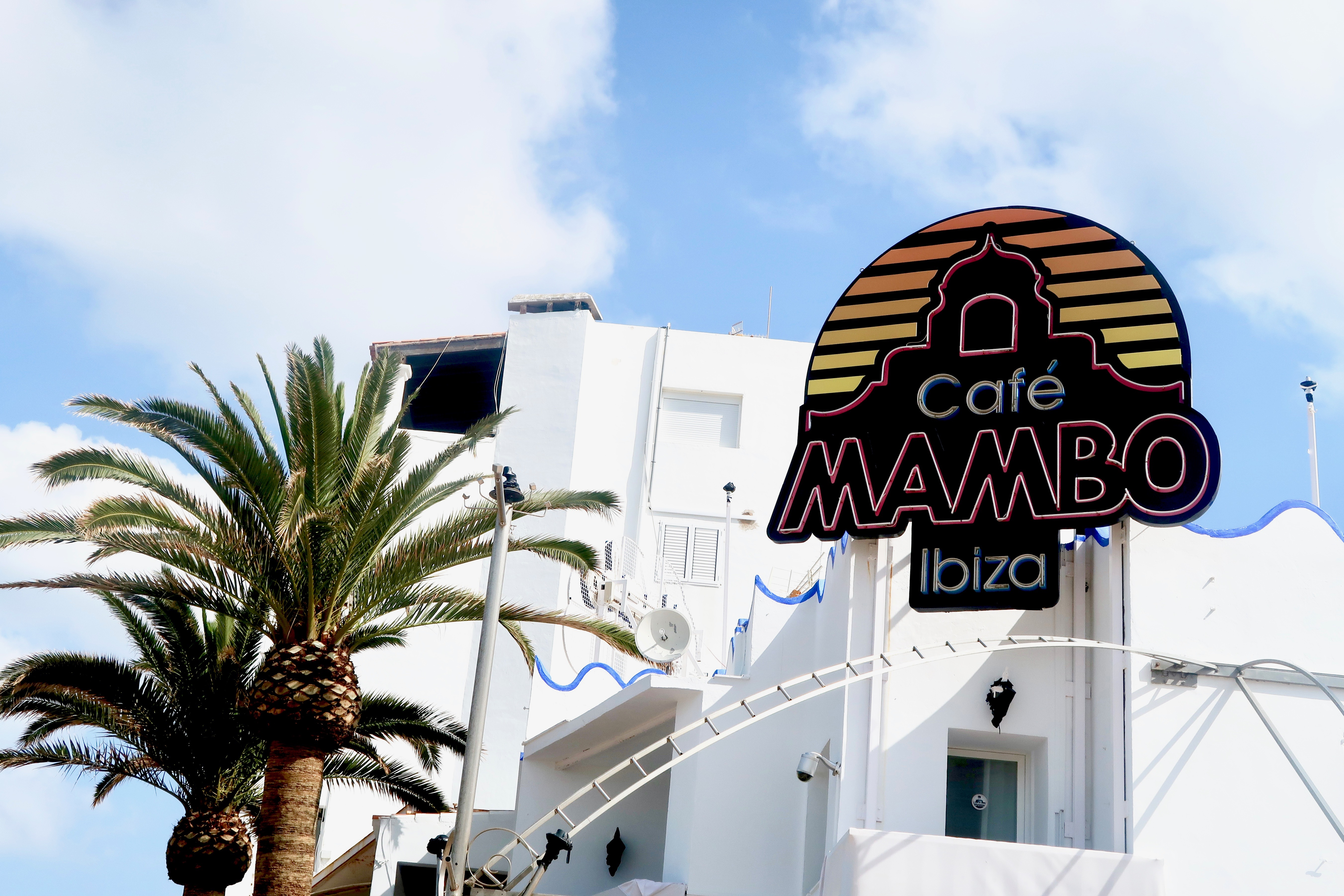 Cafe Mambo | Holiday & Wanderlust Inspo for the White Isle | Where's good to eat in San Antonio Ibiza | Travel tips & guide | Elle Blonde Luxury Lifestyle Destination Blog