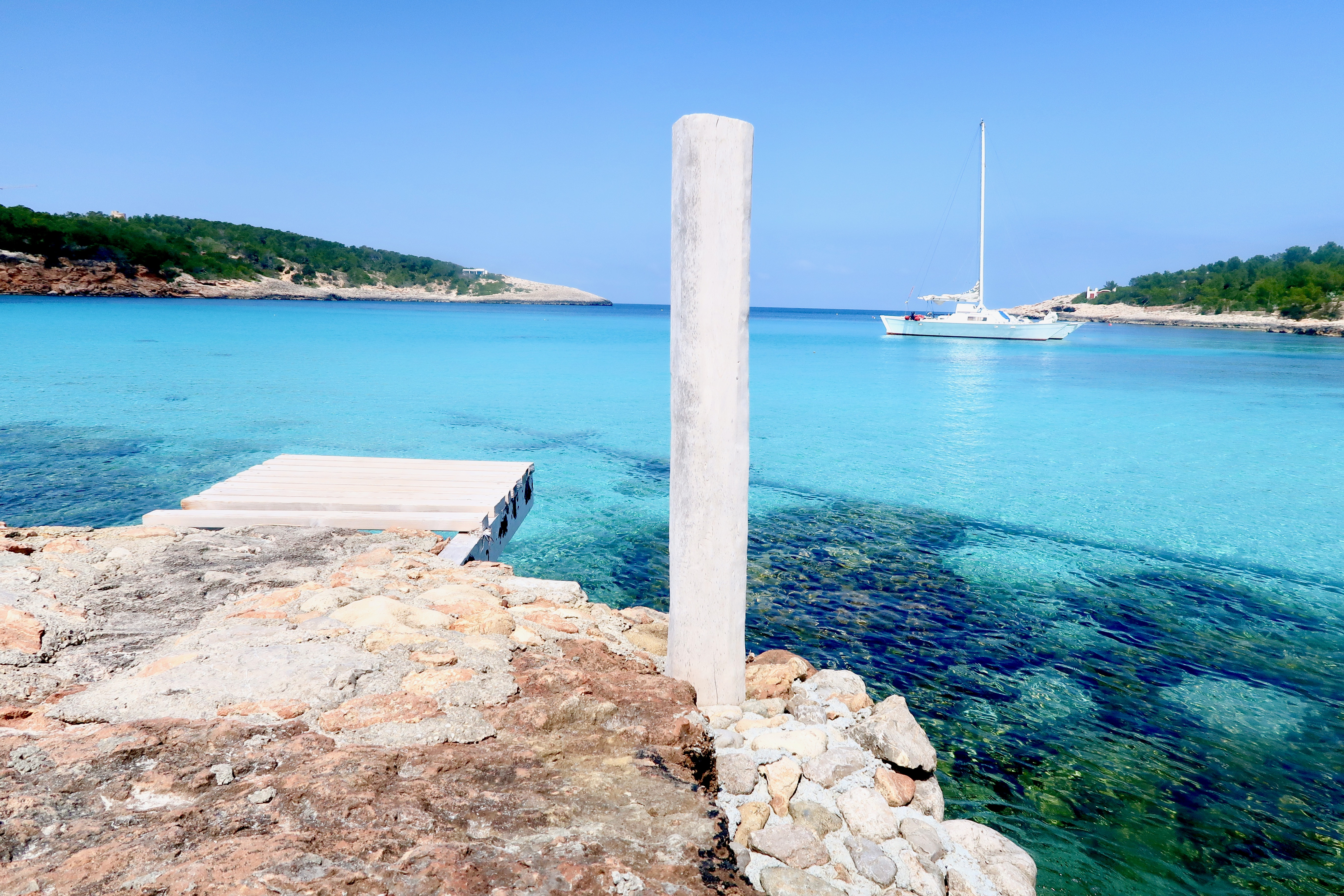 Wanderlust - where can I relax in Ibiza? Portinatx is a gorgeous town in the north of Ibiza and perfect for grabbing Instagram grid images of envy   Travel tips   Elle Blonde Luxury Lifestyle Destination Blog