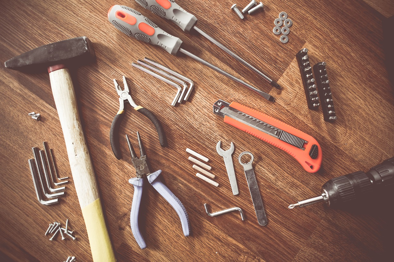 What should you have in your toolkit when doing DIY at home? | Elle Blonde Luxury Lifestyle Destination Blog