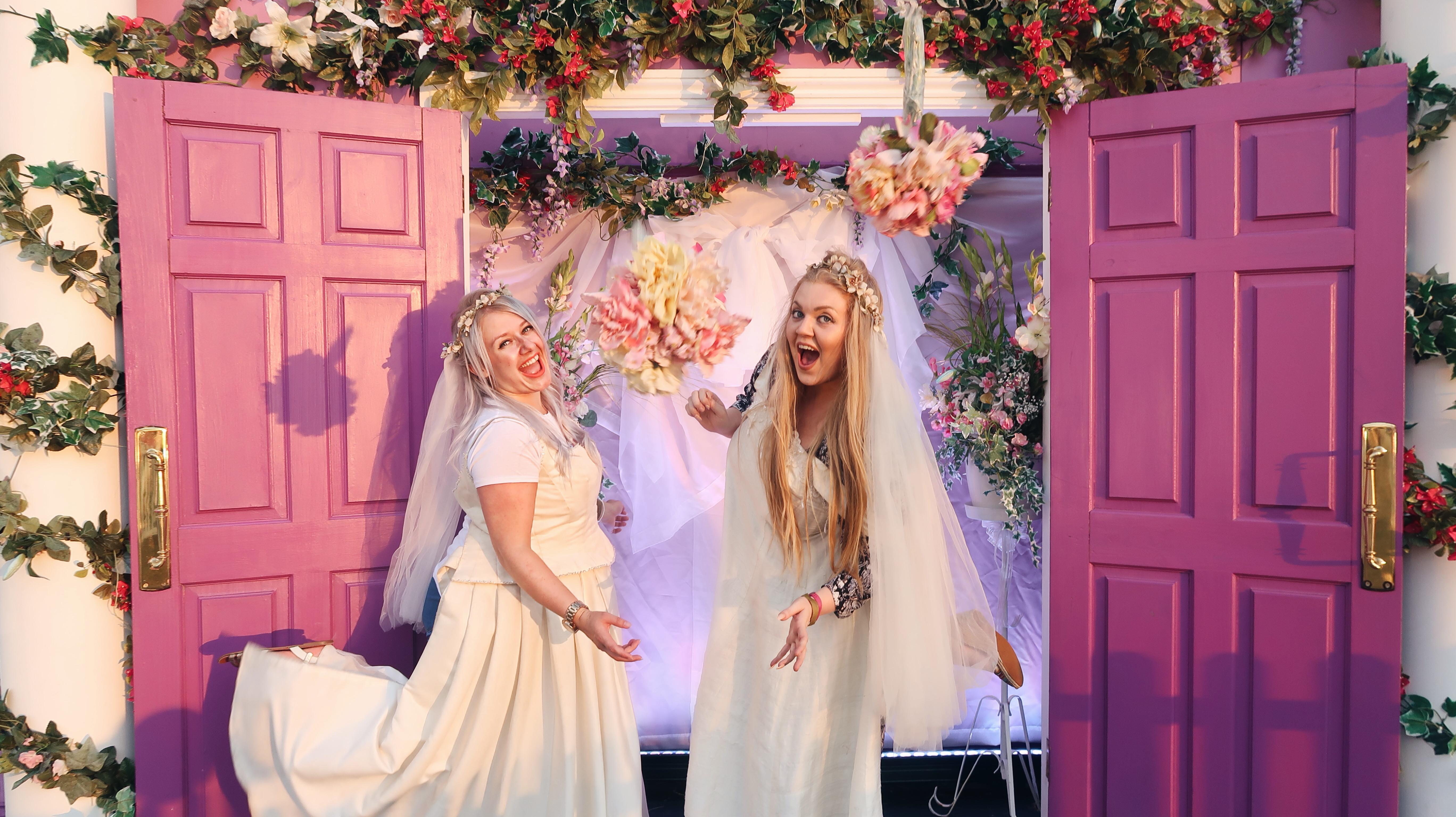 Friends Fest | On Set Tour of behind the scenes of Friends the TV show | Theatre, Festivals & Events | Elle Blonde Luxury Lifestyle Destination Blog