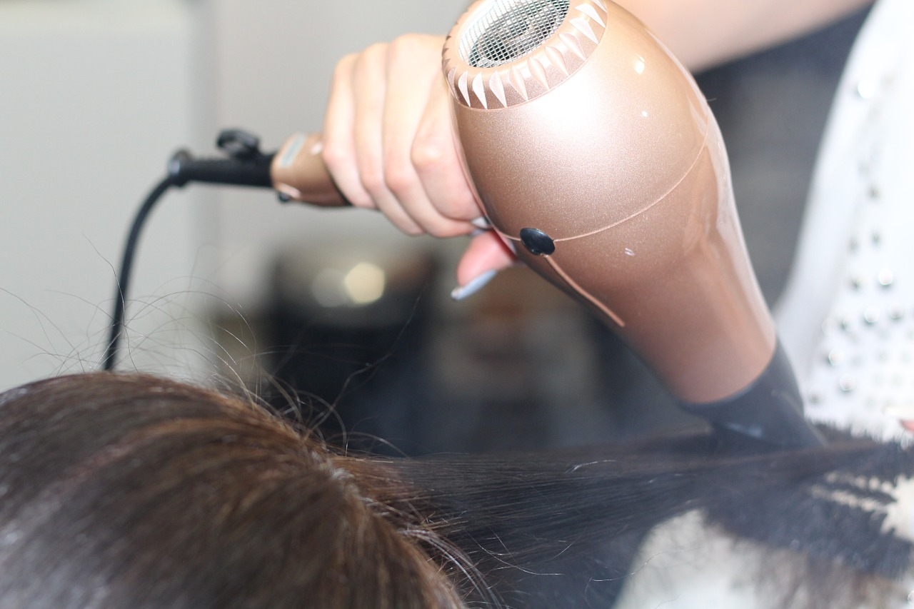 A guide to becoming a self-employed hairdresser | Business advice for start ups | Elle Blonde Luxury Lifestyle Destination Blog
