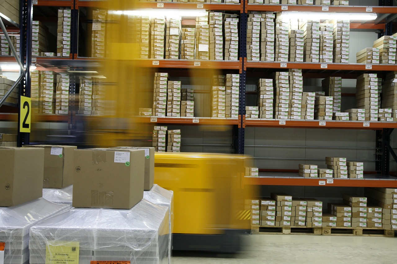 Logistics for businesses | Running a smoother delivery service | Elle Blonde Luxury Lifestyle Destination Blog