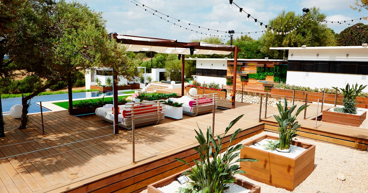 Love Island Inspired: Garden renovation and transformation - styled on Love Island and Ocean Beach Ibiza | DIY Projects and Upcycling | Small garden inspo | Elle Blonde Luxury Lifestyle Destination Blog