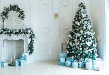 Usineg backdrops for your holiday photos from Christmas Cards to product photography for your business and website | Elle Blonde Luxury Lifestyle Destination Blog