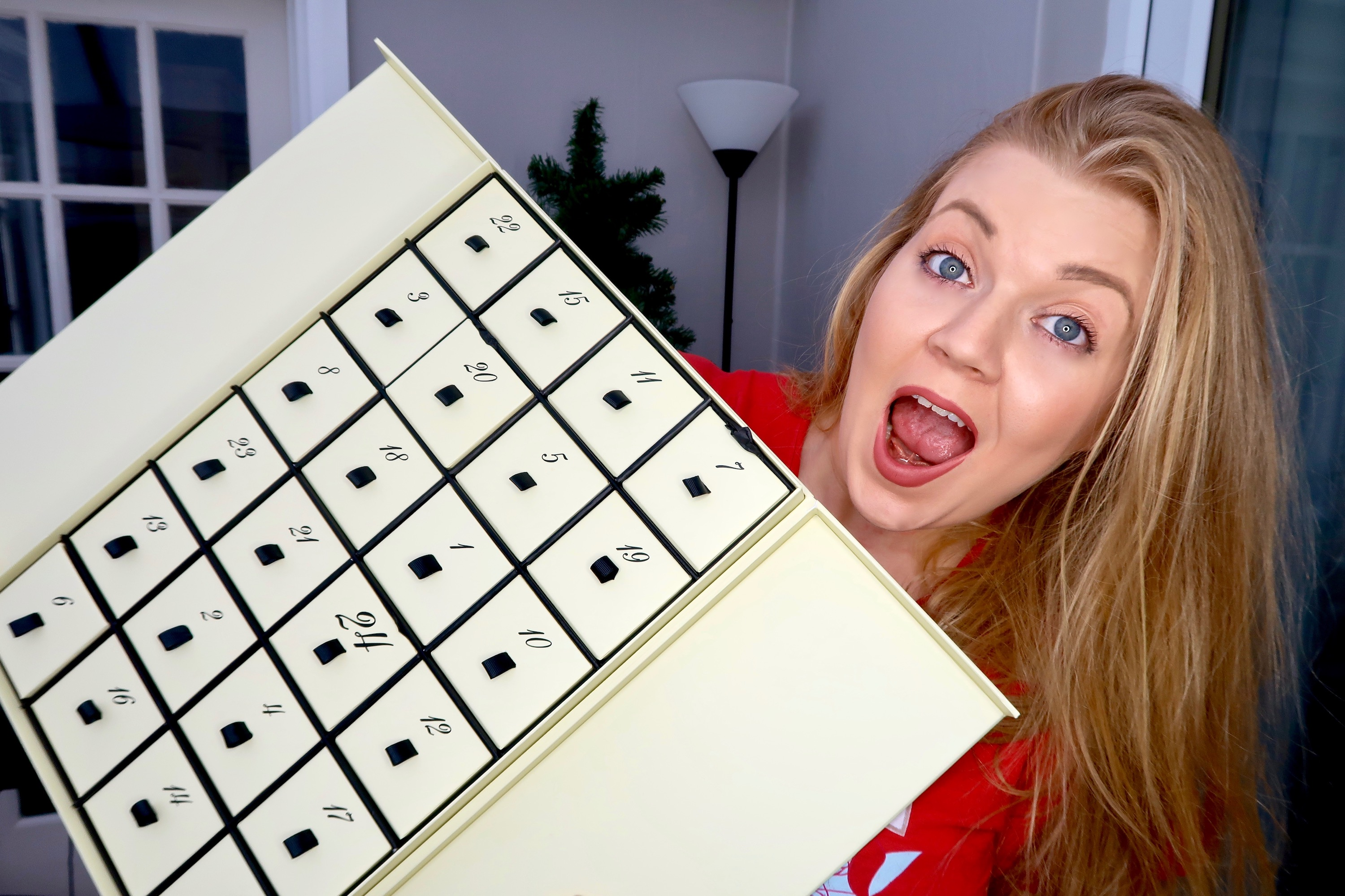 Aldi launch their Luxury Countdown to Christmas advent calendar, priced at £49.99 and a dupe of Jo Malone's sold out £300 calendar. We unbox it to see if it's worth the hype | Elle Blonde Luxury Lifestyle Destination Blog