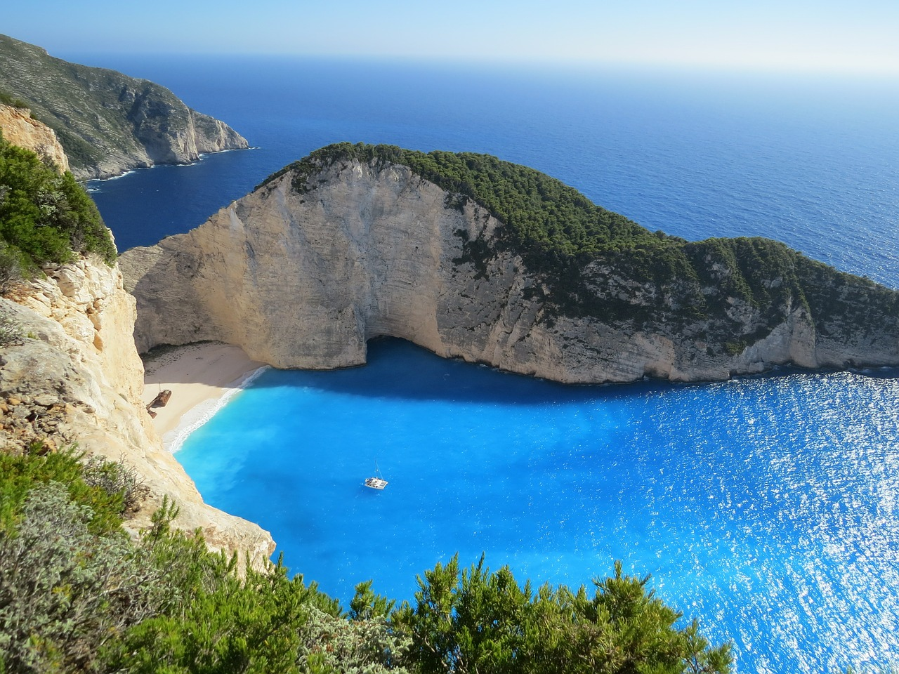 Looking for somewhere for your next holiday? We discover why you should visit the Greek Islands. From the local food, to adventures and Greek traditions | Travel tips & guide | Greek Islands | Elle Blonde Luxury Lifestyle Destination Blog