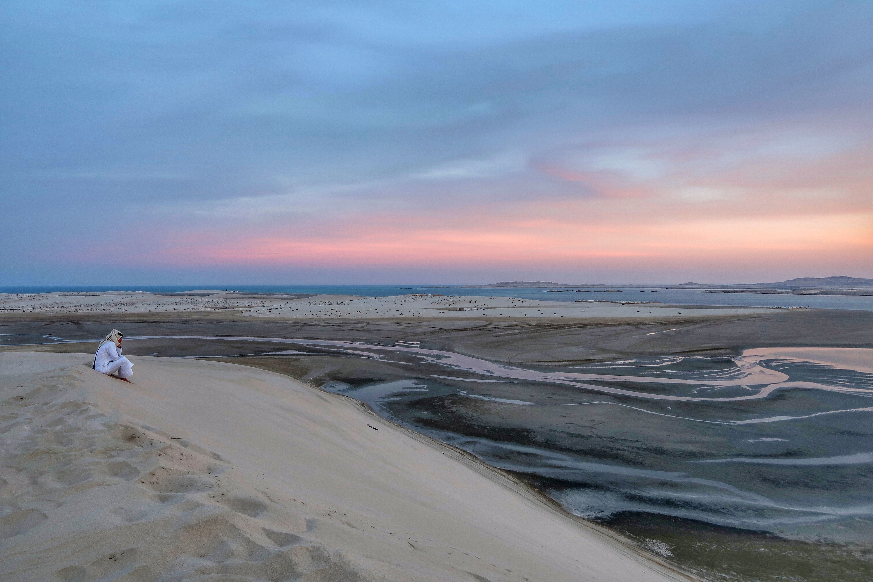 Desert Sunset over Doha and Saudi Arabia | Visit Qatar | Doha, the capital of Qatar is located in the Middle East and the World Cup 2022 location. Find out how I spent 4 days on my visit to Qatar | Travel Guide & Tips | Elle Blonde Luxury Lifestyle Destination Blog