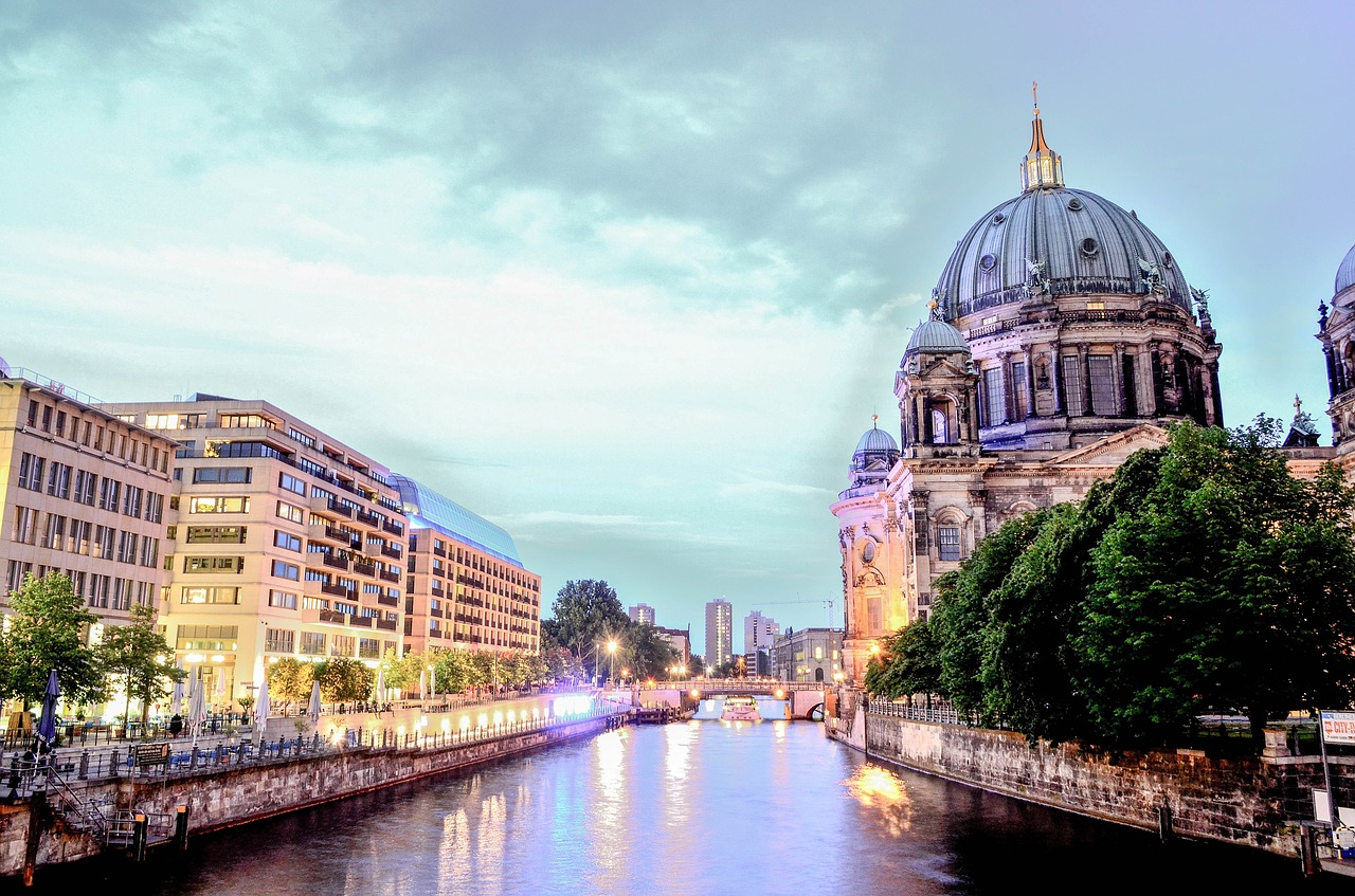 Travelling to Europe and looking for the top 5 cities to visit? We give insight into the best 5 places to travel in Europe | Travel Guide | Elle Blonde Luxury Lifestyle Destination Blog