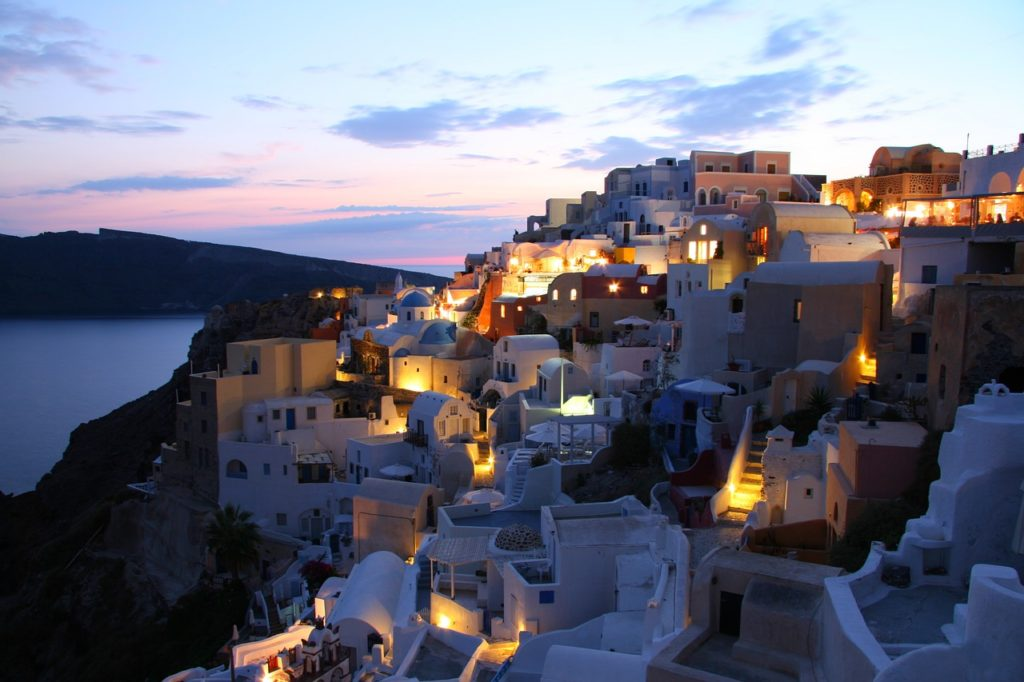 Guest Post: Why Santorini is (and always will be) in the top 10 holiday destinations 4