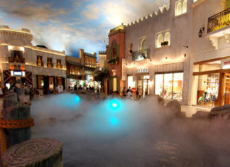 Rainstorm Show at Miracle Mile Shops | Planet Hollywood | If you're looking for things to do in Las Vegas that don't involve gambling we've created the ultimate bucket list of our top 50 things to do in Sin City | From vacation inspo to top tips we have Las Vegas touring covered | Elle Blonde Luxury Lifestyle Destination Blog