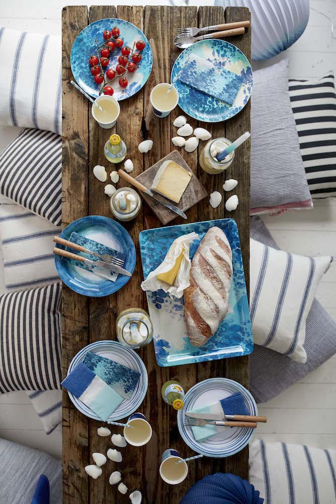 Outdoor dining plates |   Talking Tables Coastal Outdoor Entertaining Melamine Plates Melamine Tray Paper Cups And Napkins Lifestyle | Home Interiors | Elle Blonde Luxury Lifestyle Destination Blog