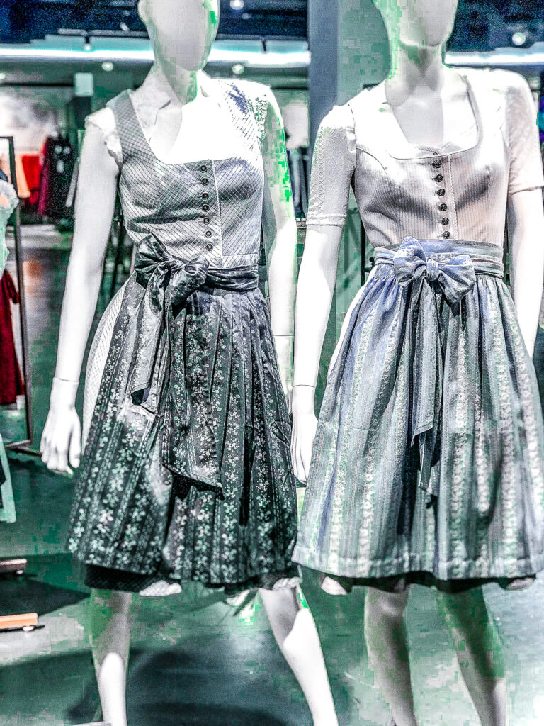 Breuninger Dirndl and Lederhosen | Cannstatter Wasen Volkfest | Oktober Fest | What to do when visiting Stuttgart for the first time | Germany travel guide | Elle Blonde Luxury Lifestyle Destination Blog