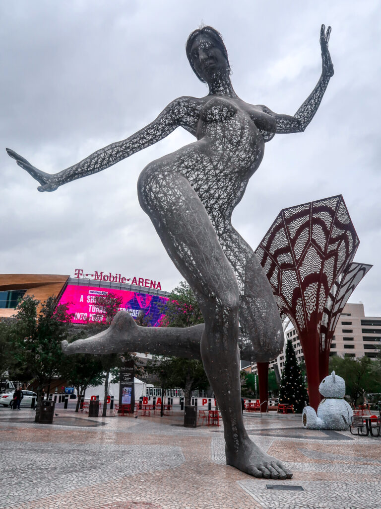 Statue at T Mobile Arena | 7 Night Itinerary for Las Vegas | If you're looking to plan things to do in Vegas here's what we got up to on our 6th visit | Travel Tips | Elle Blonde Luxury Lifestyle Destination Blog