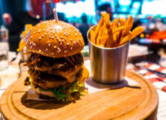 Charlies Chilli Burger Bar & Grill Wynn | 7 Night Itinerary for Las Vegas | If you're looking to plan things to do in Vegas here's what we got up to on our 6th visit | Travel Tips | Elle Blonde Luxury Lifestyle Destination Blog