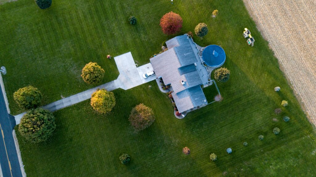 3 Reasons why you need roofers from a reliable roofing company | Home interiors | Elle Blonde Luxury Lifestyle Destination Blog