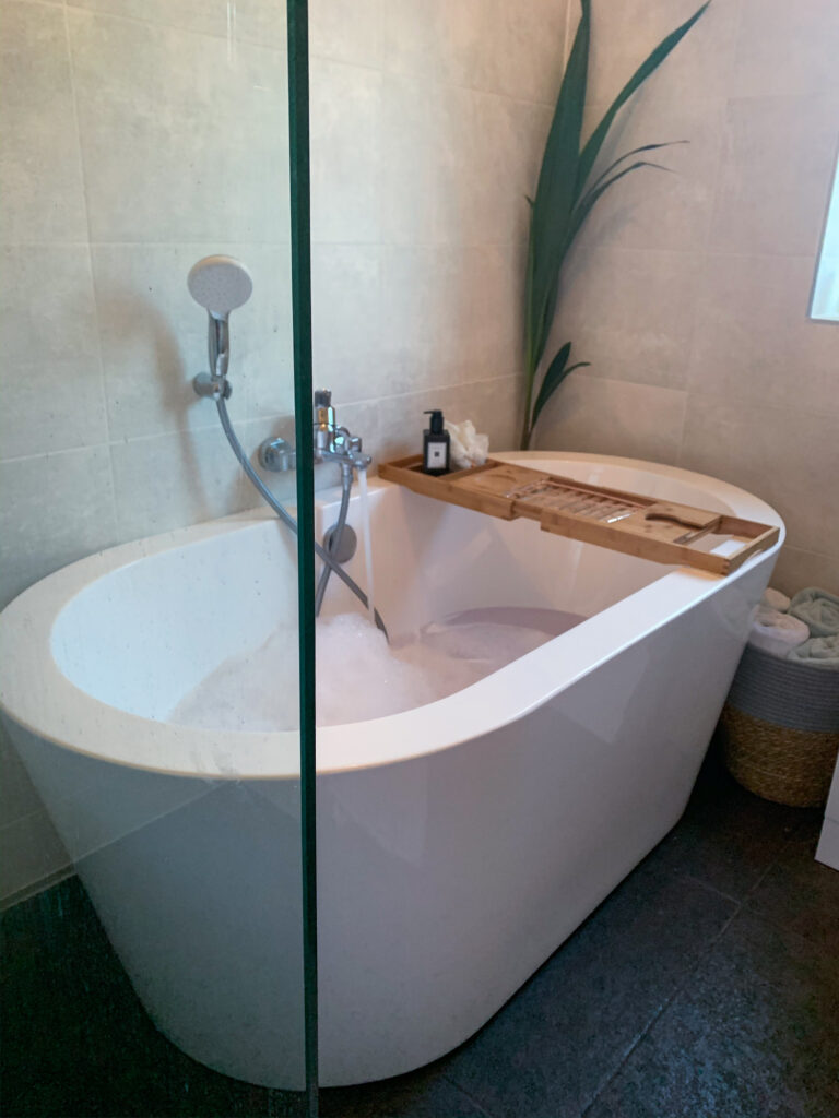 Can You Renovate A Small Bathroom To Look Luxurious? 20