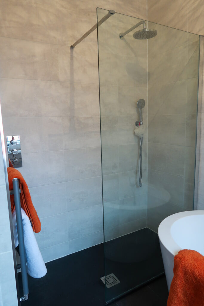 Can You Renovate A Small Bathroom To Look Luxurious? 3