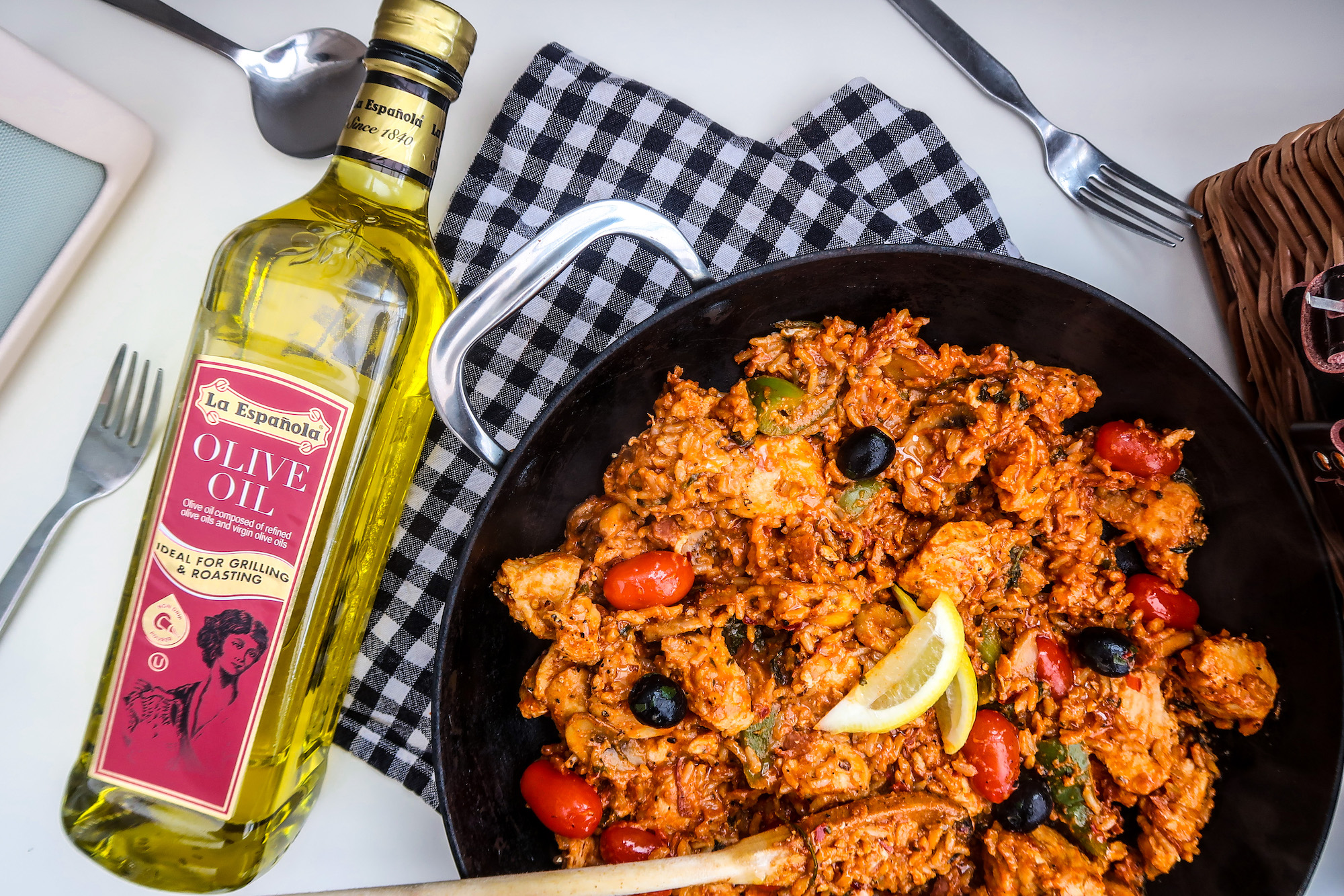 Spanish Chicken & Chorizo Paella | | Quarantine Homemade Left Over Cupboard Store Item Recipes | Elle Blonde Luxury Lifestyle Destination Blog