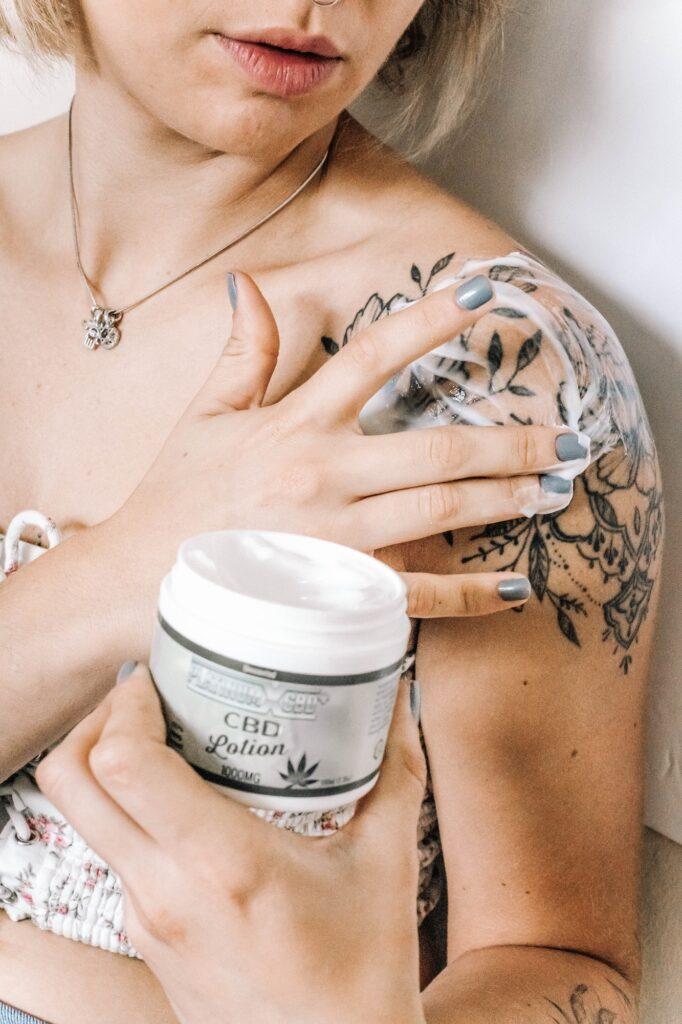 CBD Oil | Chronic Pain Natural Remedies To Try | Health | Elle Blonde Luxury Lifestyle Destination Blog