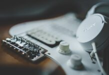 How to begin lessons online to play the electric guitar | Music & The Arts | Elle Blonde Luxury Lifestyle Destination Blog