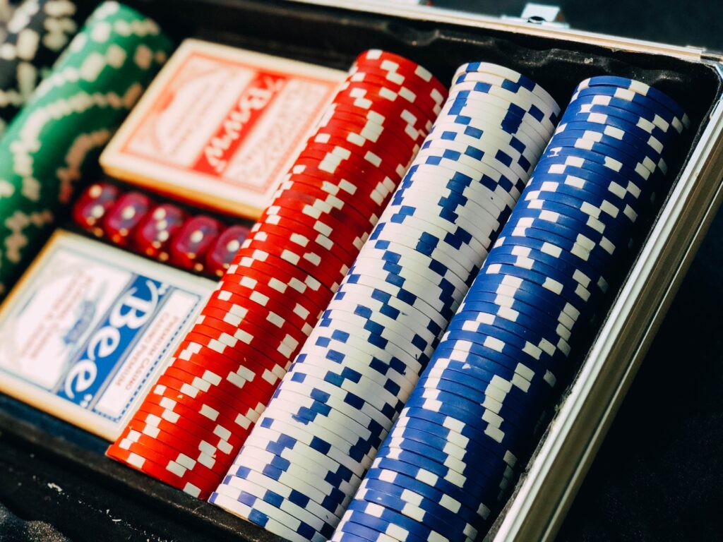 6 Reasons Why Women Are Increasingly Getting Into Online Poker | Elle Blonde Luxury Lifestyle Destination Blog