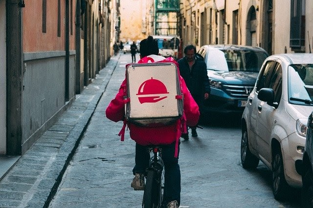 Popular Food Delivery Services You Need to Try Right Now   Food & Drink   Elle Blonde Luxury Lifestyle Destination Blog