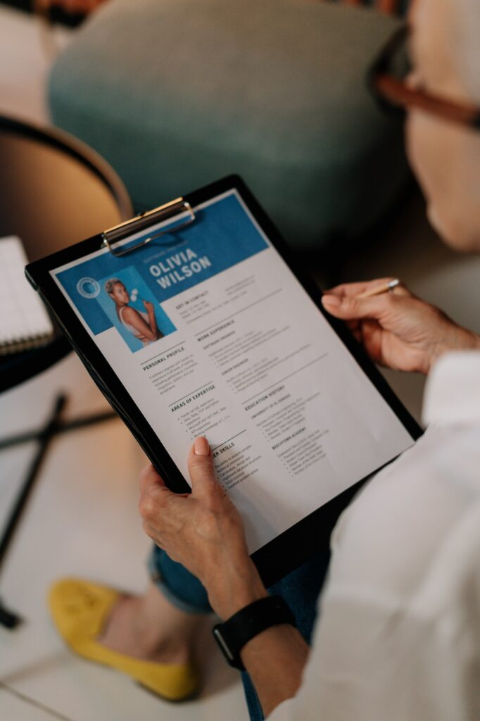 The Perfect Resume: How to Impress an Employer With Just a Few Lines | Business Tips | Elle Blonde Luxury Lifestyle Destination Blog