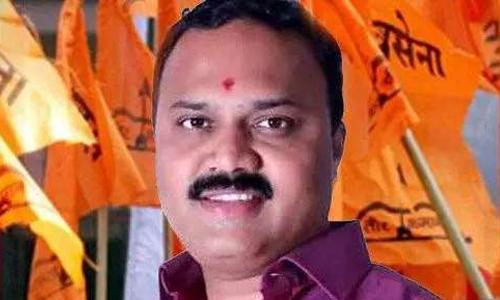 महाराष्ट्र विधानसभा चुनाव: शिवसेना को झटका, इस नेता ने 300 कार्यकर्ताओं के साथ छोड़ी पार्टी