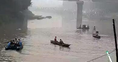 UP: छठ पूजा के दौरान सेल्फी के चक्कर में पलटी नाव, हादसों में कुल पांच की मौत
