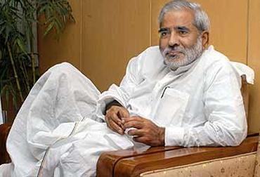 RJD नेता रघवुंश प्रसाद सिंह बोले- BJP को हराना है तो महाराष्ट्र फॉर्म्युला अपनाना होगा