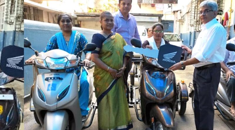 मुंबई: सायन-कोलीवाड़ा में दिव्यांगों को मिला तिपहिया स्कूटर