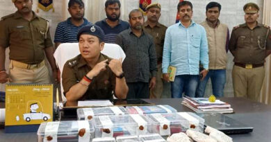 UP: 97 ATM, 853 SIM के साथ तीन साइबर ठग गिरफ्तार, सर्विलांस के जरिए पुलिस टीम ने धरदबोचा