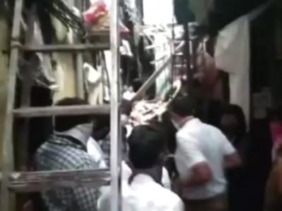मुंबई: कुर्ला पूर्व के ठक्कर बप्पा कॉलोनी में तीन मंजिला इमारत ढहने से एक की मौत, 5 घायल, अस्पताल में भर्ती