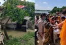 सांसद रवि किशन ने लिया बाढ़ प्रभावित गावों का जायजा, पीड़ितों को बांटी राहत सामग्री